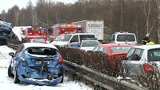 Monumental accidente en una carretera helada en la República Checa