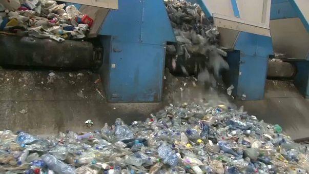 La UE declara la guerra al plástico no reciclable