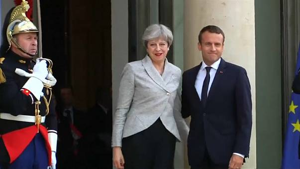 Theresa May and Emmanuel Macron to hold summit in UK