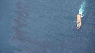 کشتی ویژه پاکسازی دریا از مواد نفتی