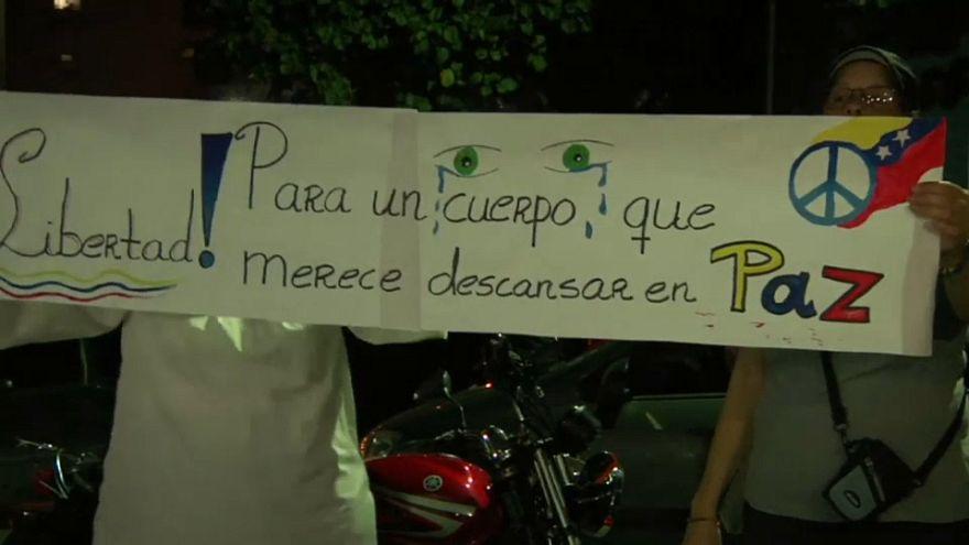 Manifestantes piden que se entregue a la familia el cuerpo de Óscar Pérez