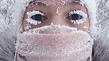 الرموش الثلجية بسبب انخفاض درجة الحرارة إلى 67 درجة تحت الصفر