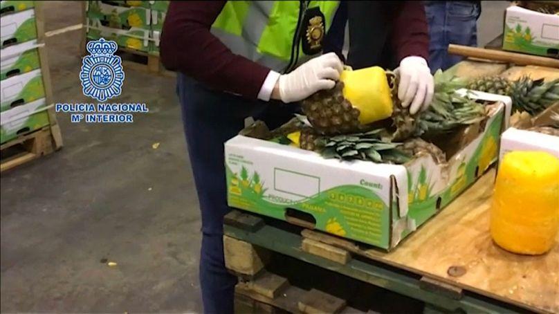 España y Portugal confiscan cocaína en embarques de piña
