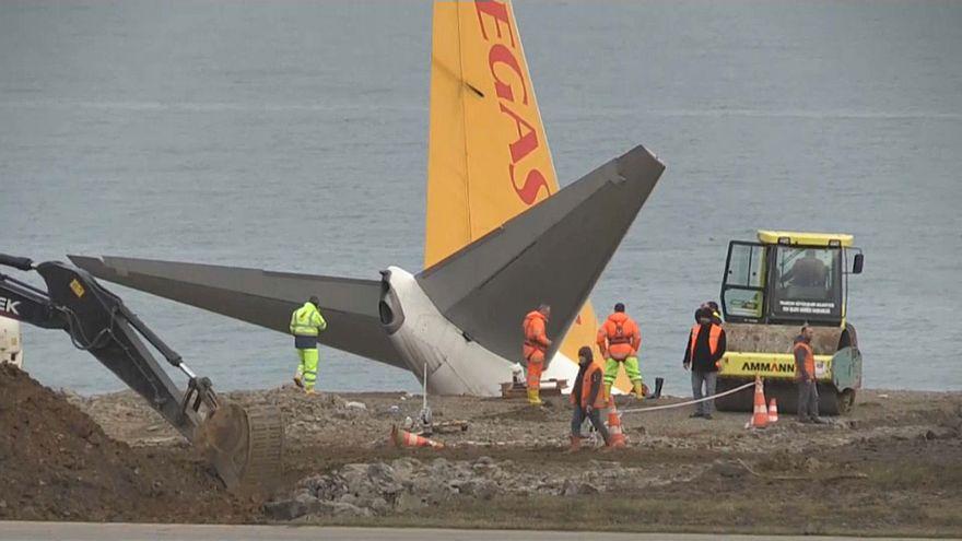 Trabzon'da pistten çıkan uçak kurtarıldı