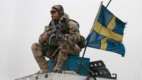السويد تتأهب للحرب وتبدأ بتوعية مواطنيها