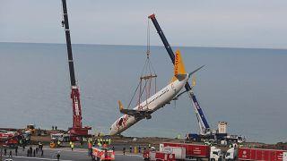 Τουρκία: Έβγαλαν το αεροπλάνο από τον γκρεμό!