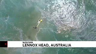 Australia: drone salva due ragazzi travolti dalla onde mentre surfavano