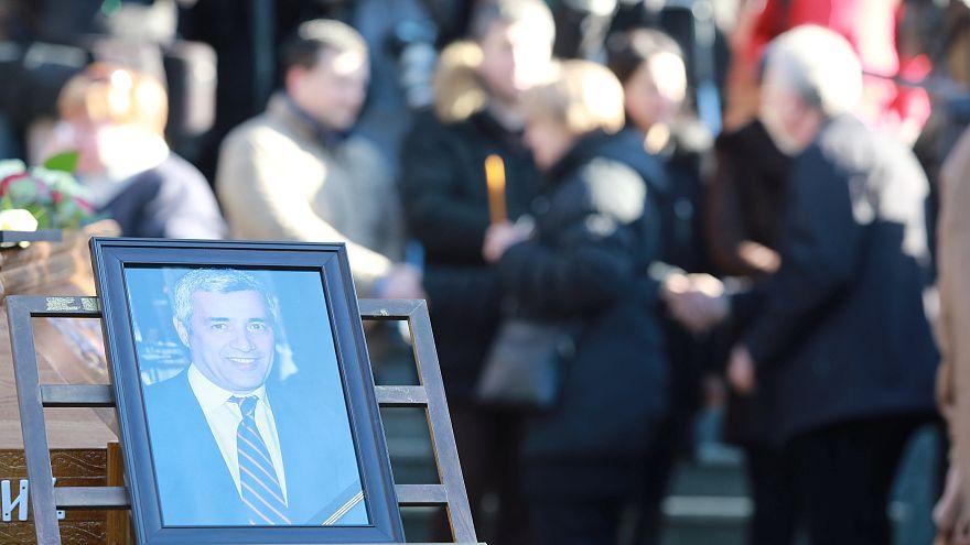 Un portrait d'Oliver Ivanovic lors de ses funérailles.
