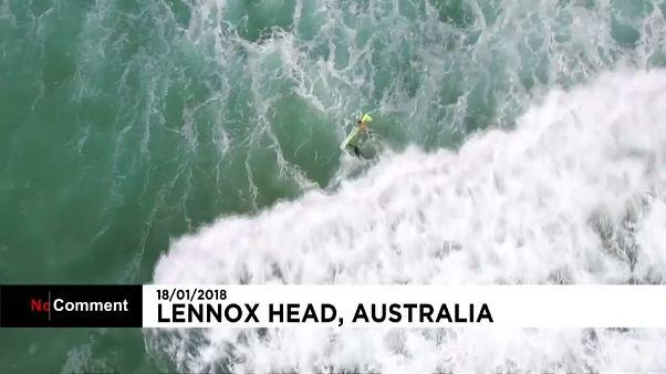 Drone salva duas pessoas em pleno mar na Austrália