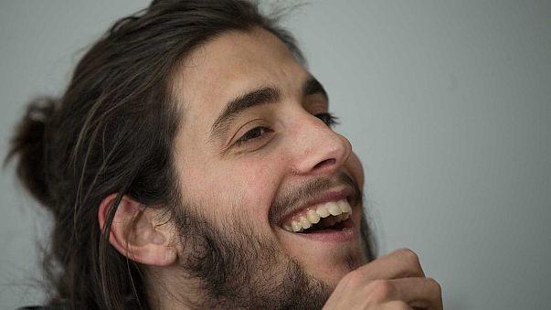 """Salvador Sobral à Euronews: """"Tudo o que faço é cantar"""""""