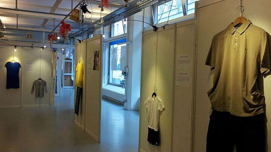 بالفيديو: هل تغتصب المرأة بسبب زيها؟ معرض لملابس المُغتصَبات يكشف الحقيقية