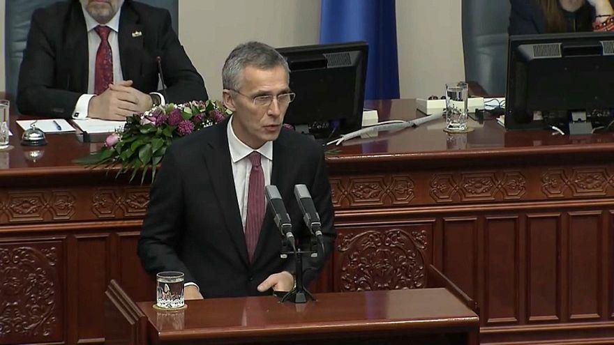 """Stoltenberg a Skopje: """"Dirimere il contenzioso sul nome, prima cosa da fare"""""""