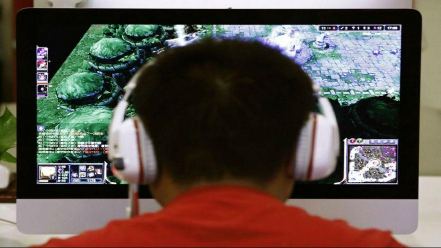 دراسة: مستخدمو الانترنت أقل تدينا من غيرهم