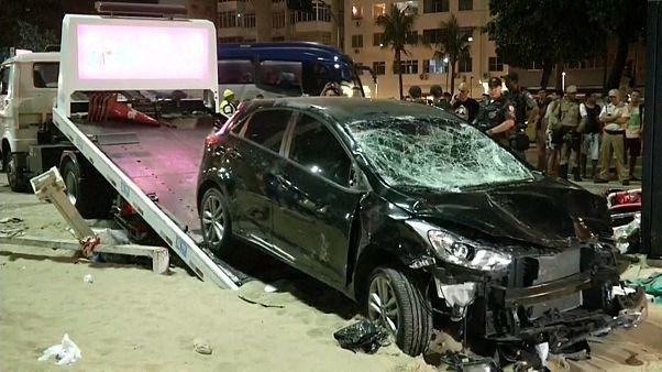 Наезд на пешеходов в Копакабане: скончался ребенок, 17 человек пострадали