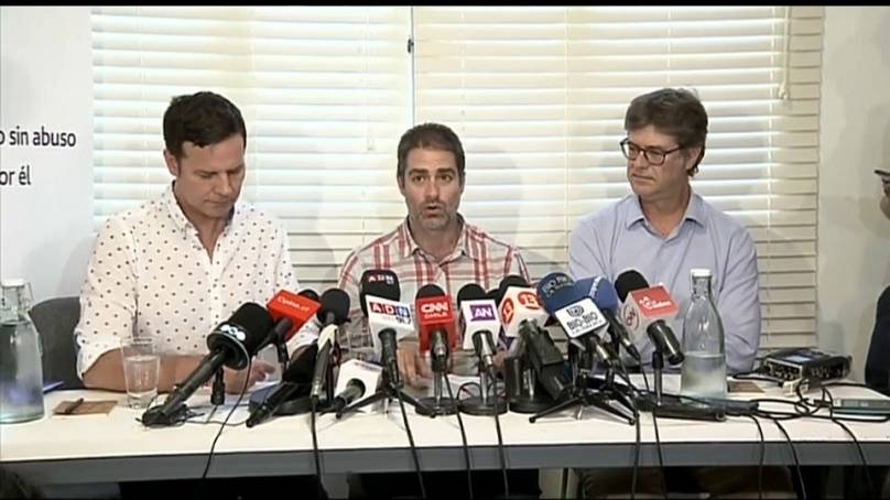 Las tres víctimas durante la rueda de prensa