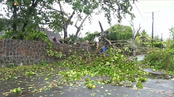 Tempestade tropical Berguitta passa ao lado da ilha da Reunião