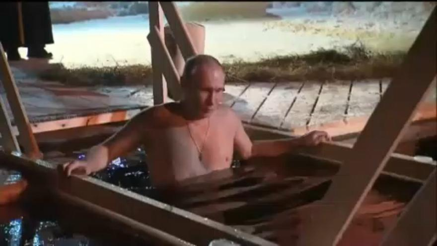 Putyin is jeges vízbe mártózott