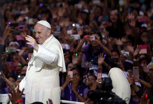 """Papa Francisco considera acusações a bispo chileno """"calúnias"""""""