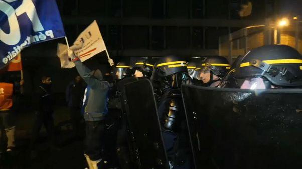 Francia, continua la protesta degli agenti penitenziari