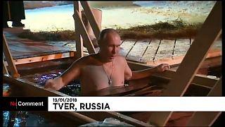 il presidente russo nel tradizionale rito ortodosso