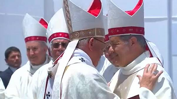 Ferenc pápa (balra) és Juan Barros püspök