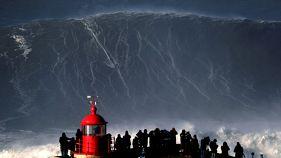 Portogallo: cavalcata Big Mama, forse l'onda più grande del mondo
