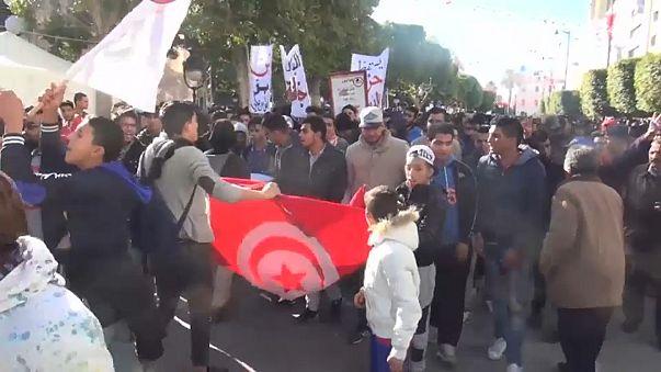 Tunus'ta 21 protestocu ilk duruşmaya çıktı