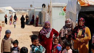 سوريون يفرون من الحرب ليتجمدوا حتى الموت أثناء عبور جبال لبنان