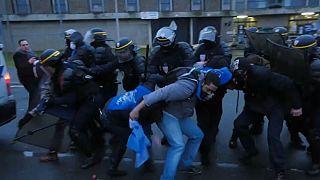 Надзиратели против полиции