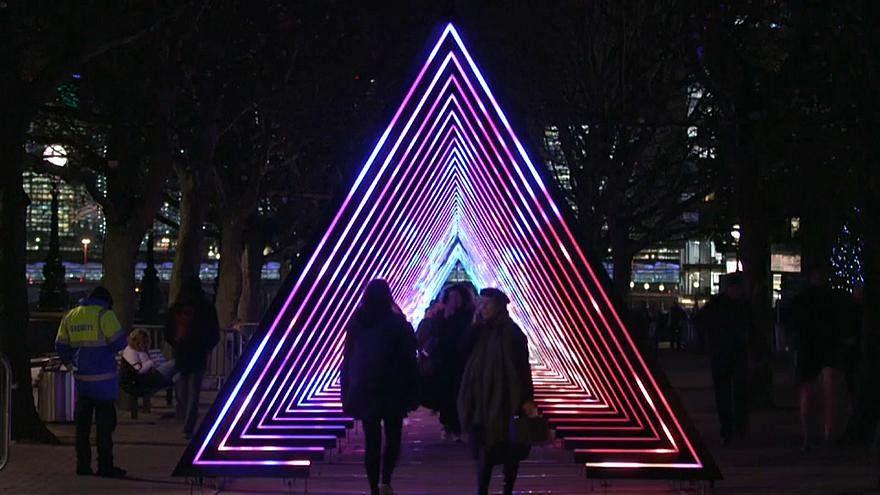 نمایش جذاب و سحرانگیز نور در خیابانهای لندن