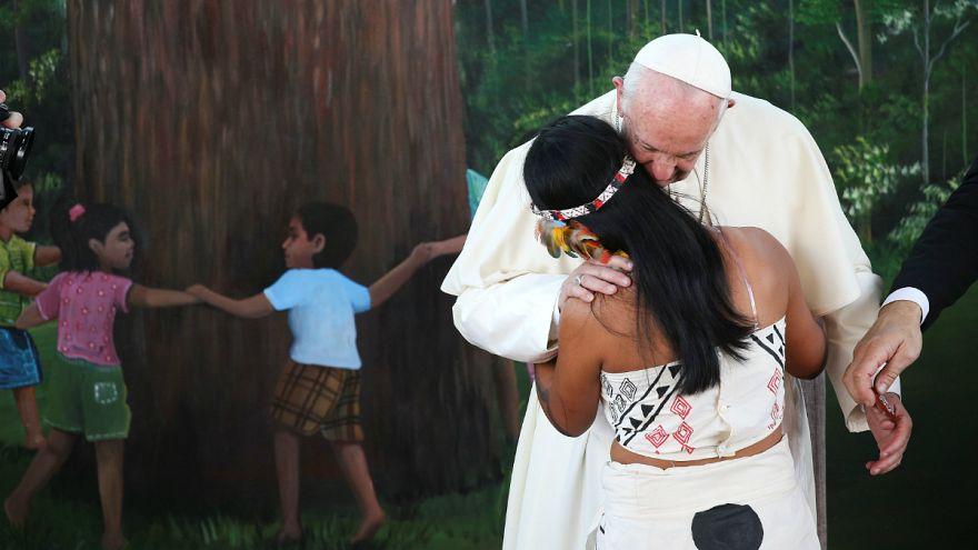 A pápa a nők elleni erőszak ellen