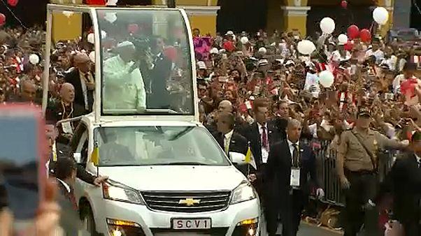 A korrupció ellen emelte fel szavát a pápa Limában