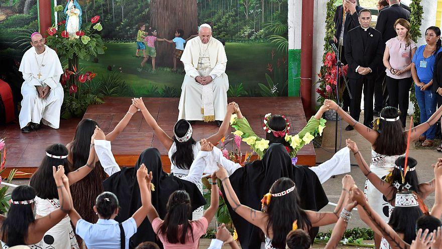 """Papa Francesco alle autorità del Perù: """"La corruzione infetta tutto"""""""