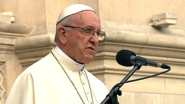 Papa ataca corrupção