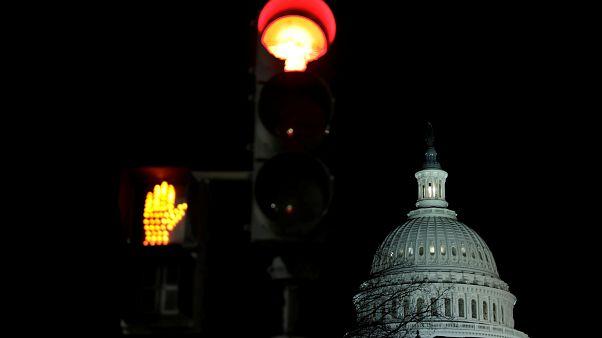 إغلاق الحكومة يبدأ في تمام الثانية عشرة ليلاً