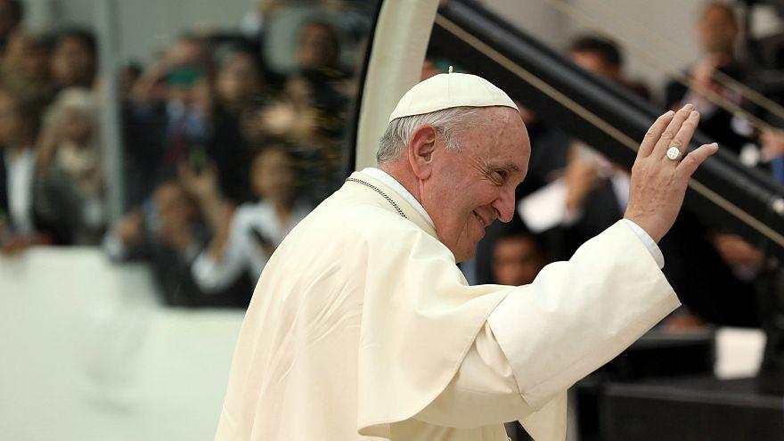 Bergoglio incontra bambini dell'Amazzonia
