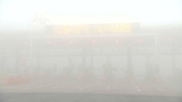China chokes in heavy fog