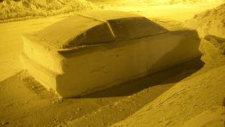 الشرطة الكندية تخالف سيارة من ثلج