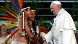 رقص بومیان آمازون در برابر پاپ فرانسیس