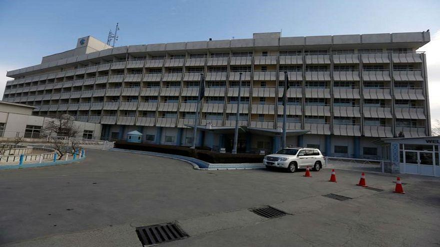 مسلحون يهاجمون فندقا فارها بالعاصمة الأفغانية كابول وأنباء عن مقتل انتحاريين