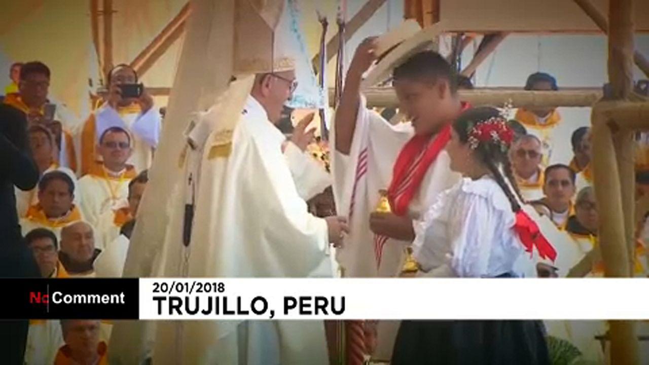 Ferenc pápa ellátogatott Peru árvíz sújtotta régiójába