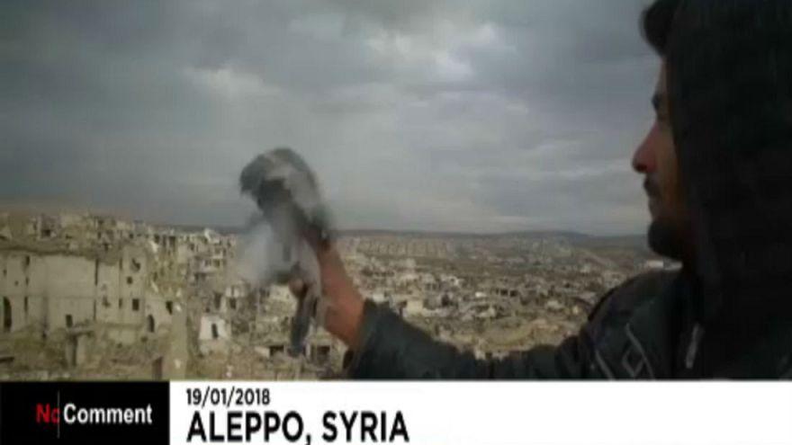 Σύρος στρατιώτης εκτρέφει περιστέρια στο Χαλέπι