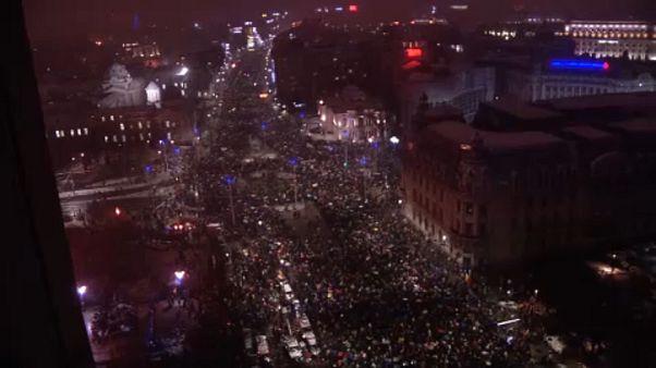 Tömegtüntetés Bukarestben