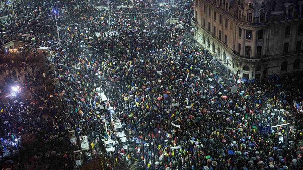 Romanya'da yolsuzluğa karşı dev protesto
