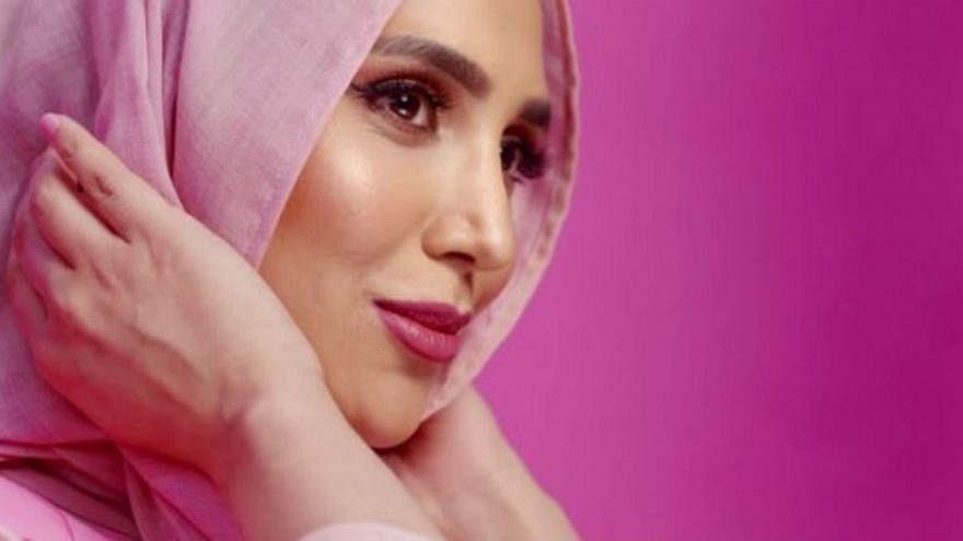عارضة أزياء مُحجبة في إعلان لشركة لوريال الفرنسية