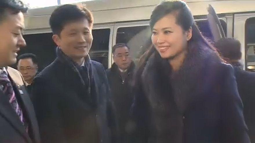 Észak-koreai énekesnő ment Dél-Koreába koncerthelyszíneket választani