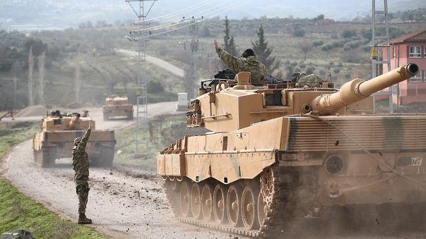 Un convoi militaire turc proche de la frontière syrienne.