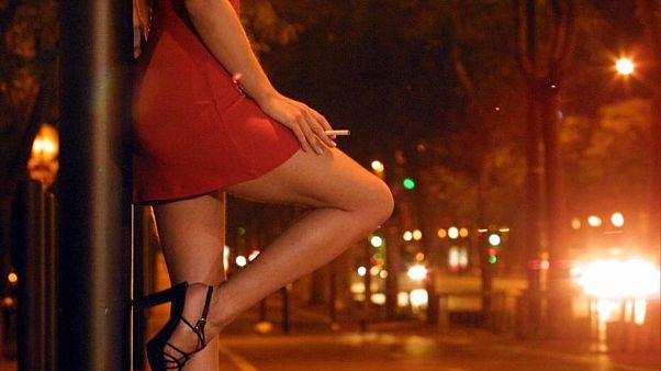 Gli italiani spendono 4 miliardi all'anno per la prostituzione