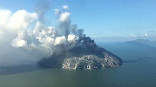 Papua Yeni Gine'de patlayan volkan yöre halkını korkuttu