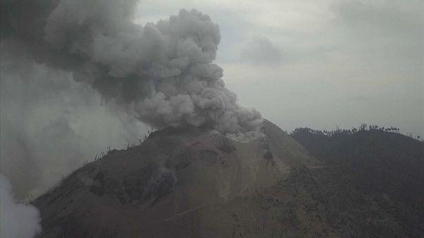 El volcán de la isla Kadovar entra de nuevo en erupción